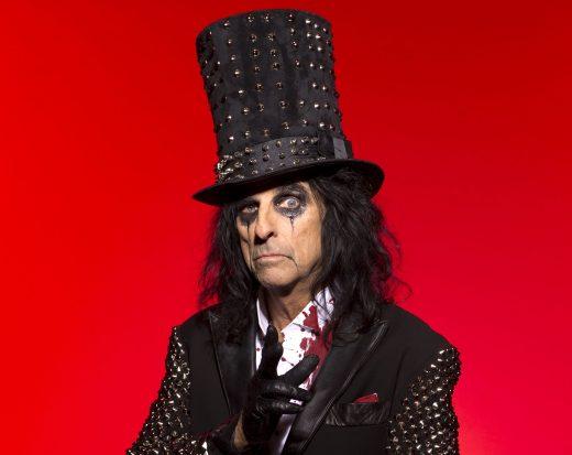 Alice Cooper v typickom klobúku
