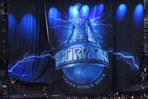 Scorpions opona sa zdvíha